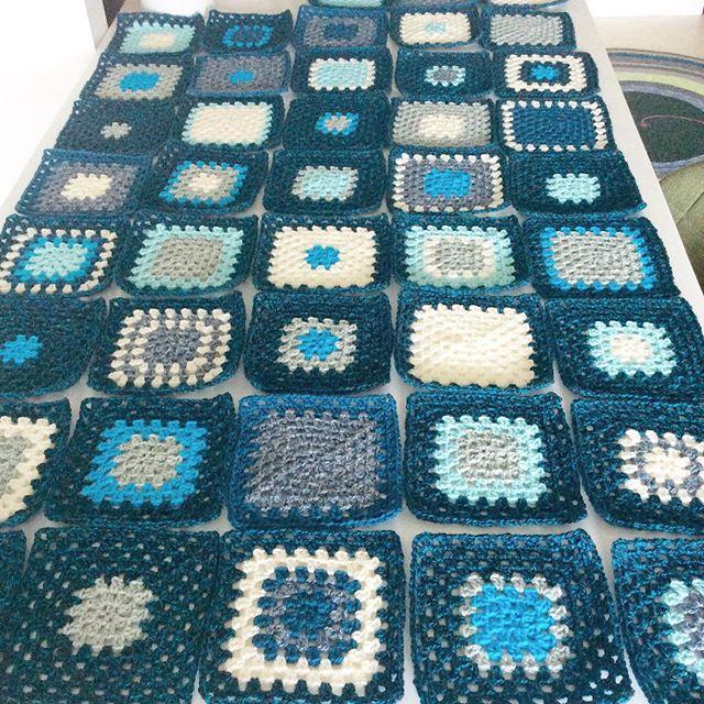 elisabethandree crochet blue granny squares