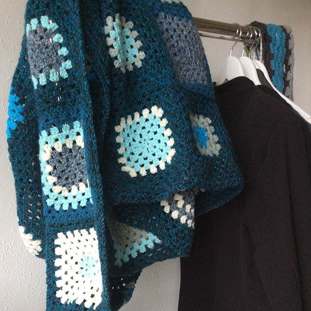 elisabethandree crochet blue squares blanket