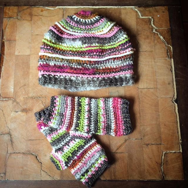 emmaleithatelier crochet mittens set