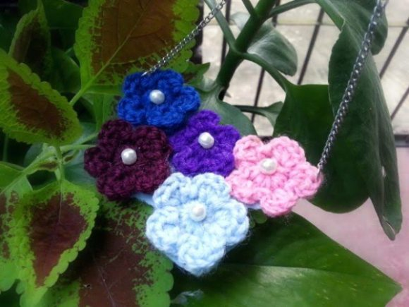 five flowers crochet necklace pattern