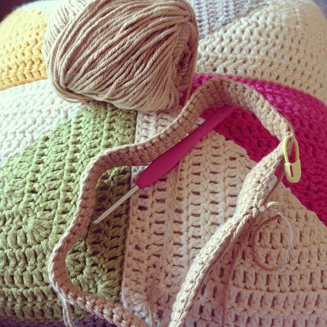 flamingpot crochet cushion