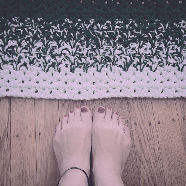 green crochet blanket vstitch