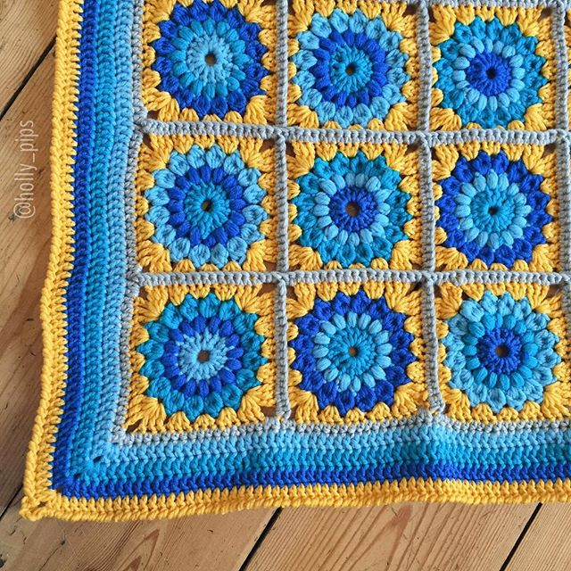 holly_pips crochet circle squares blanket