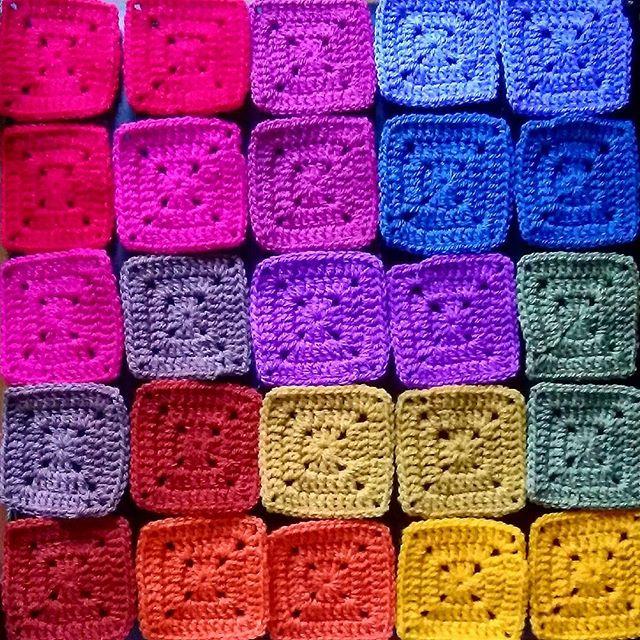 hookychia crochet colorful squares