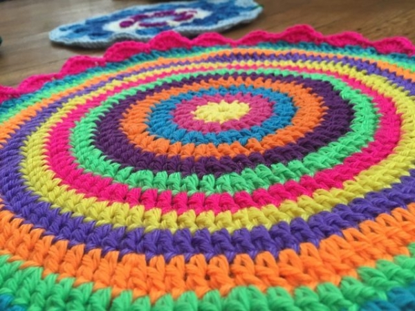 flo neon rainbow crochet mandalasformarinke