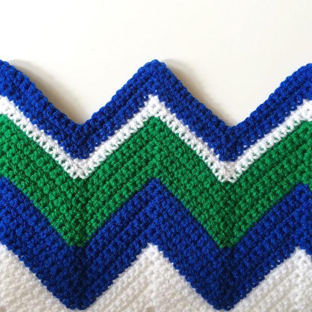 kellyandcrochet crochet chevron blanket