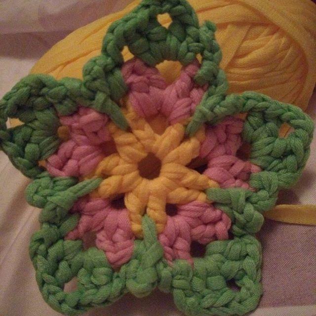 lisablue76 crochet flower