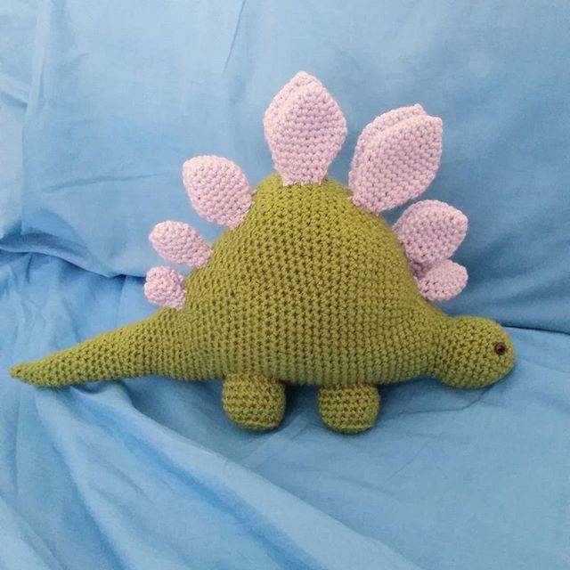 louizamakes crochet dinosaur