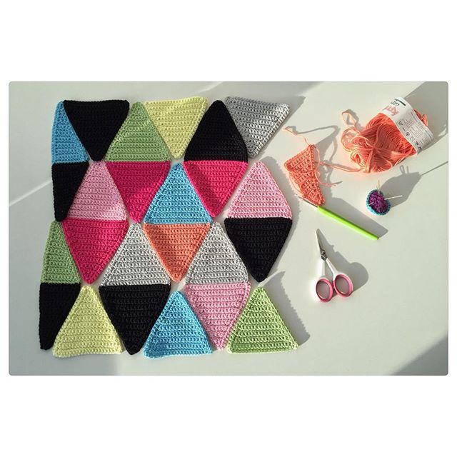 marretjeroos crochet cushion