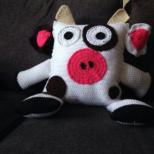 momo_the_wonderful crochet cow pillow