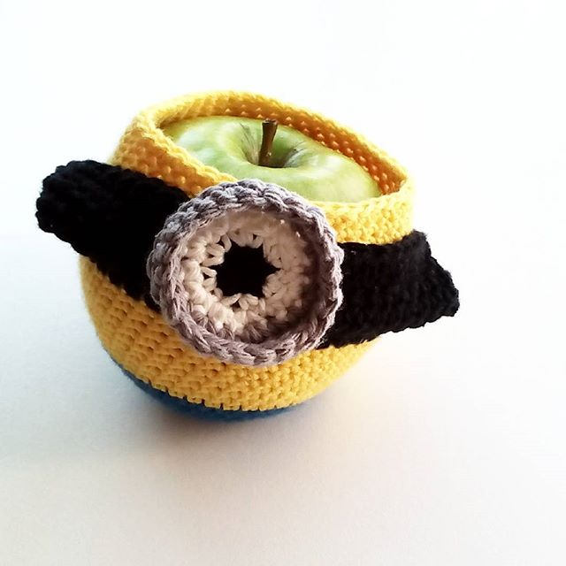 muriesu crochet minion apple cozy