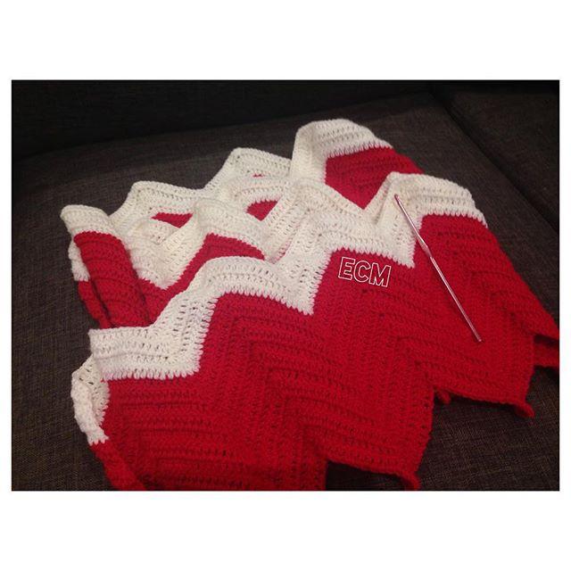 _nannaem crochet chevron blanket