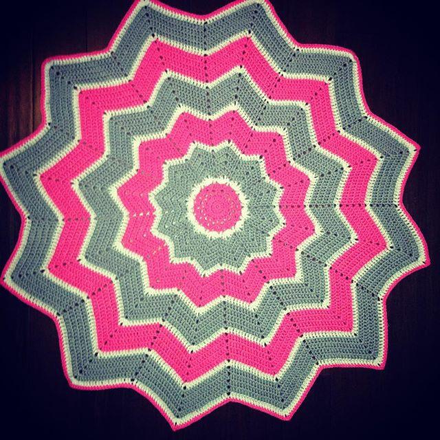 nessbombaert crochet twelve point ripple star blanket