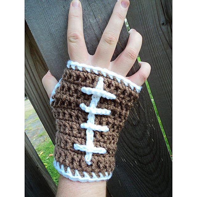 oliviartcreations crochet hootball mitts