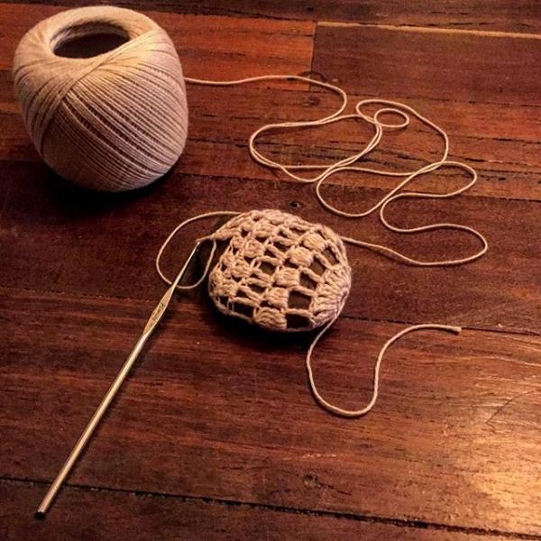 rubyjaneslane crochet around stones