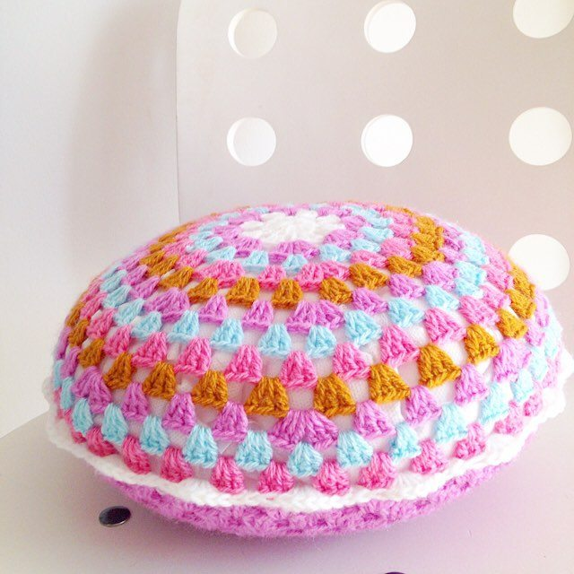 sweet_sharna crochet cushion