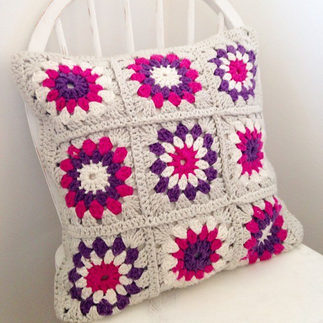 sweet_sharna crochet flower cushion