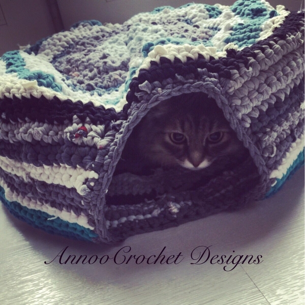 t-shirt yarn crochet pet bed