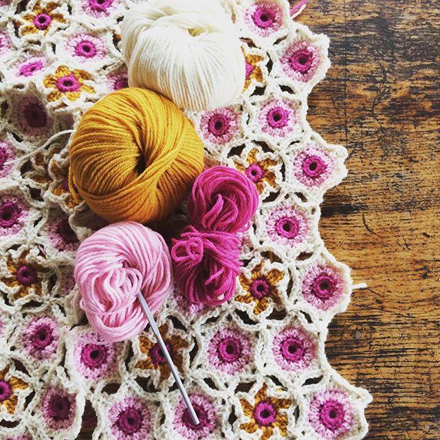 themercerie crochet autumn wrap
