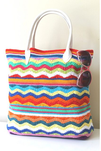 Crochet Beach Bag : Chevron crochet beach bag pattern by Sarah Shrimpton free through ...