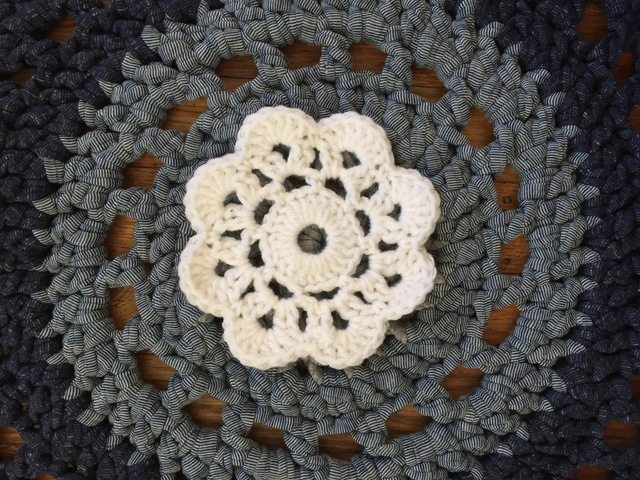 annes small crochet flower