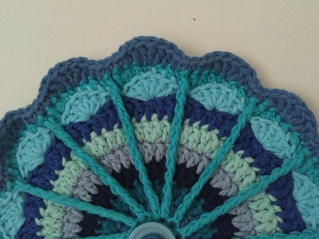 cayty crochet button mandala
