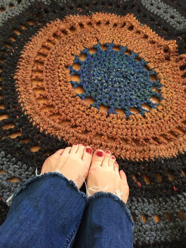 dianna crochet rug mandala