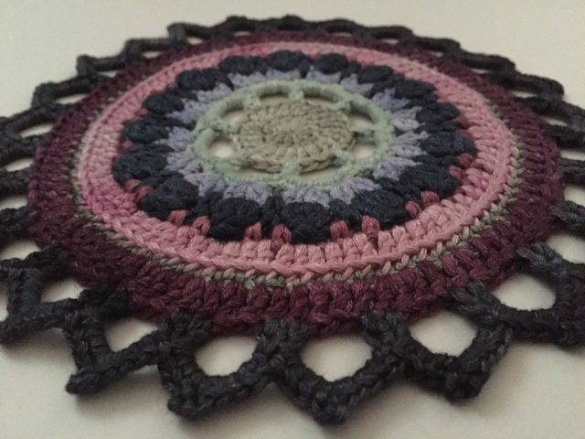 stephaniedavies crochet mandala for marinke