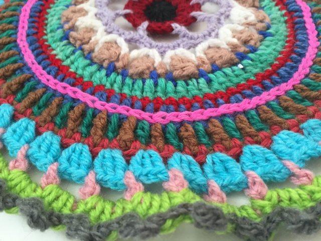 lhizz crochet mandalas for marinke detail