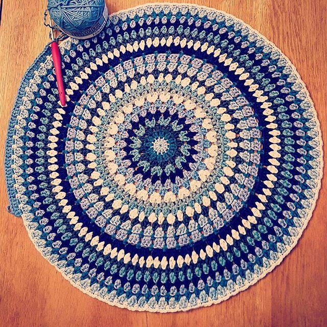 elzavan912 crochet circle rug