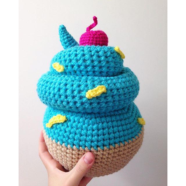 olivialawsart crochet cupcake art