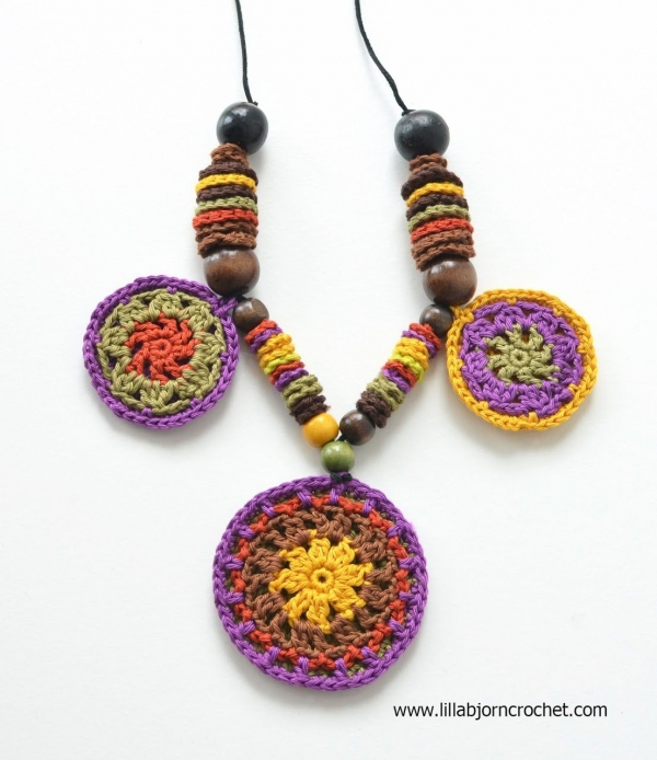 mandala necklace free crochet pattern