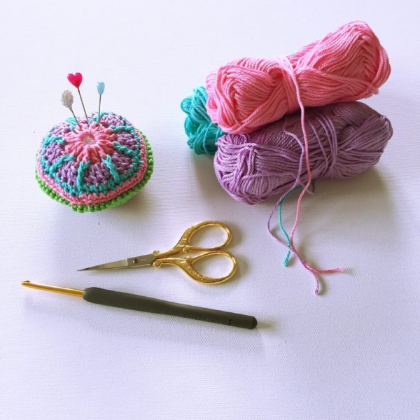 mini mandala pin cushion free crochet pattern