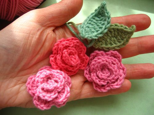 Crochet Patterns Roses Free : Crochet roses free pattern by Attic24 . Roses are the most ...
