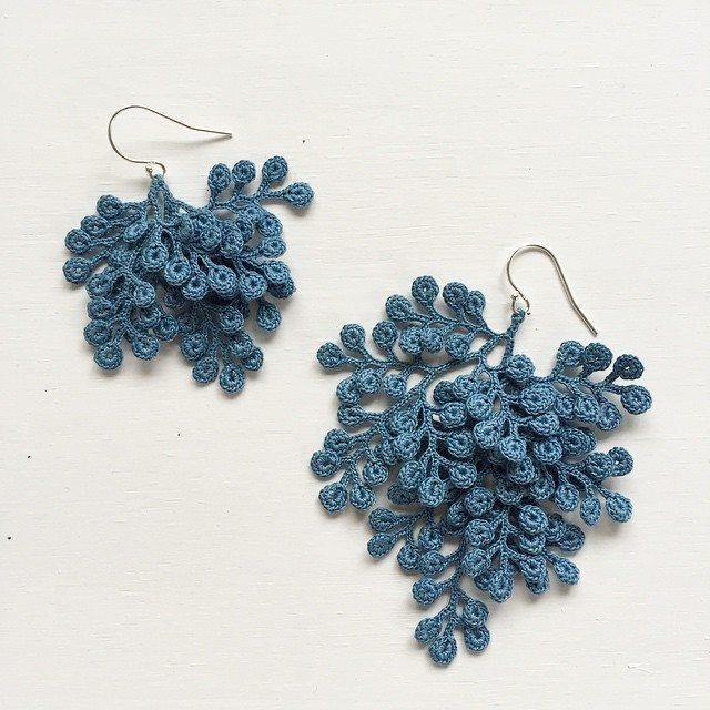 Crocheting Jewelry : crochet art serves a function - decoration in the form of jewelry ...