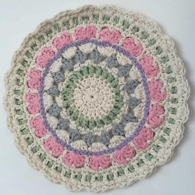nat crochet mandala 2