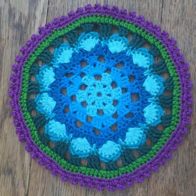 christa crochet mandala