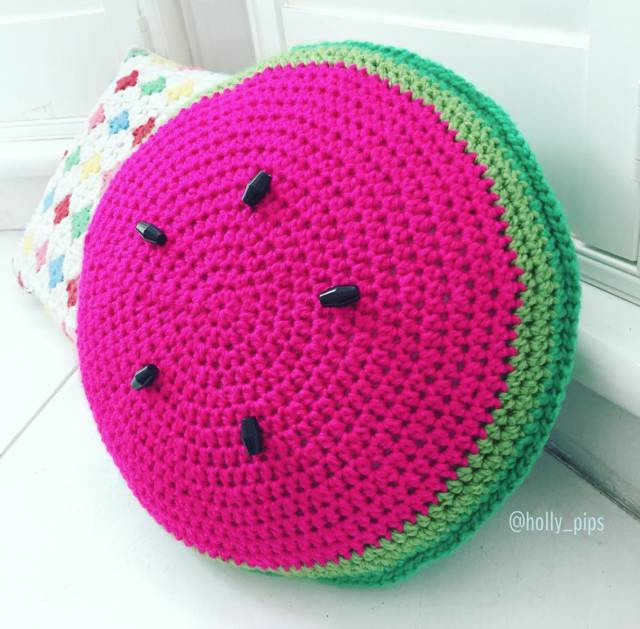 Watermelon crochet pillow by holly_pips
