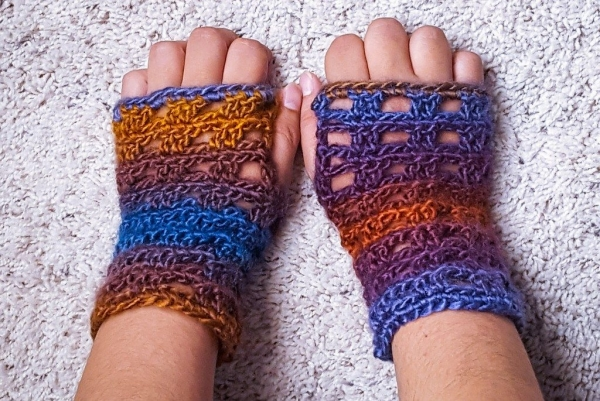 crochet pillar stitches wristwarmers free pattern