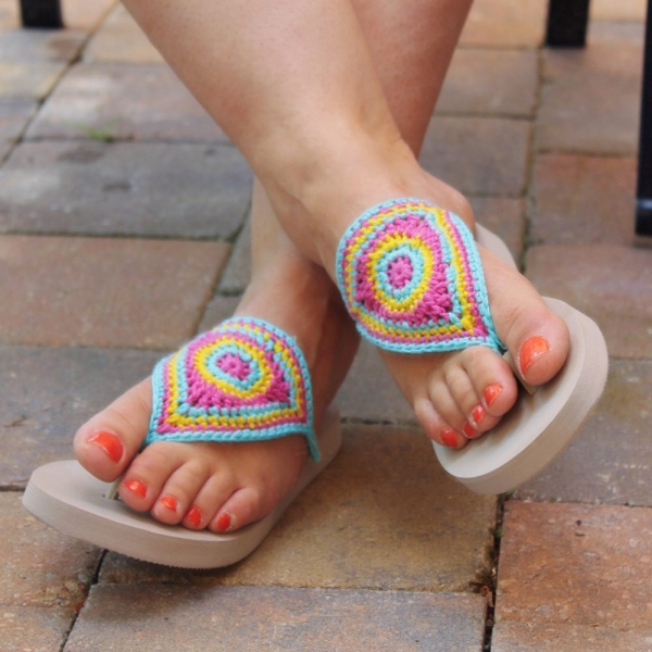 crochet pattern for flip flops that look a bit like barefoot crocheted ...