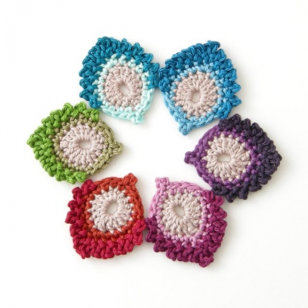 small peacock feather free crochet pattern