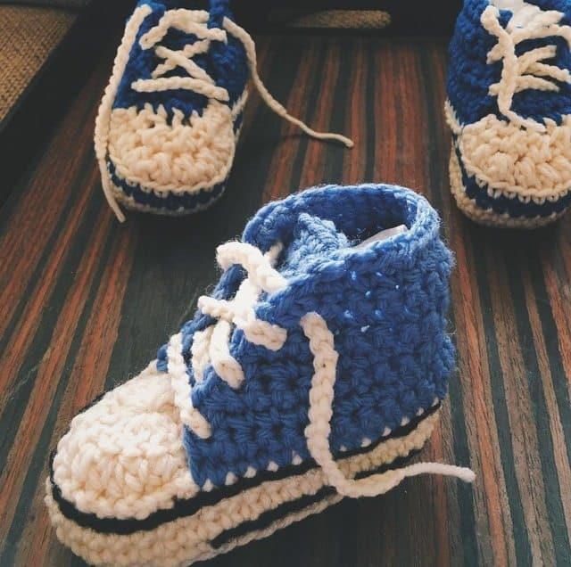 khonnie-crochet-converse