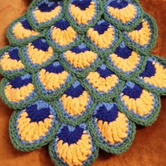 peacock-crochet-by-tara