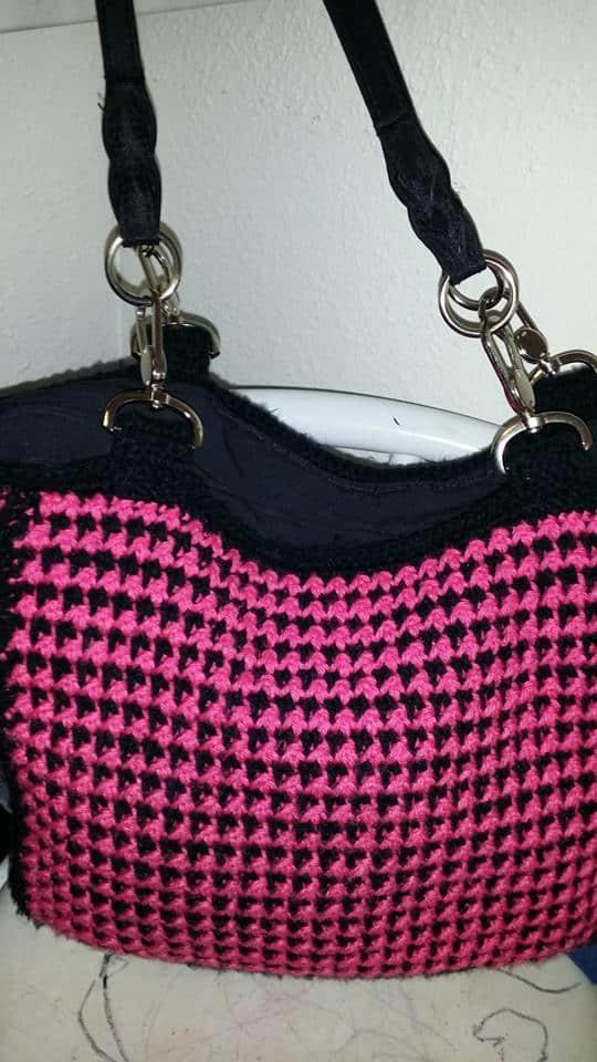 tara-crochet-houndstooth-purse