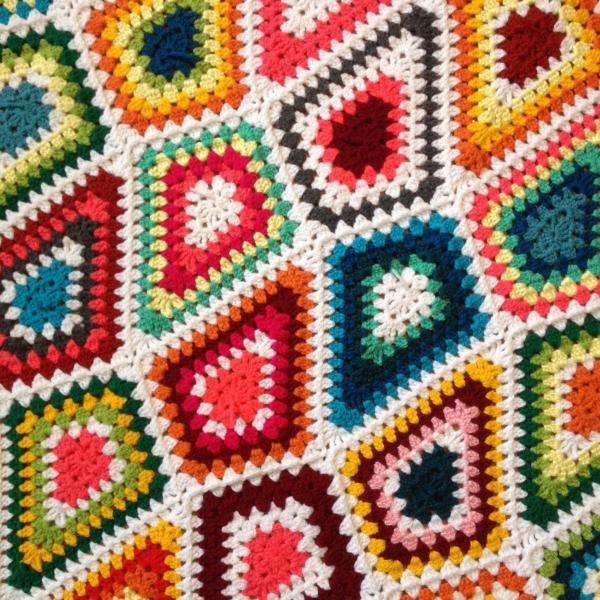 brightbag-crochet-diamond-granny-blanket