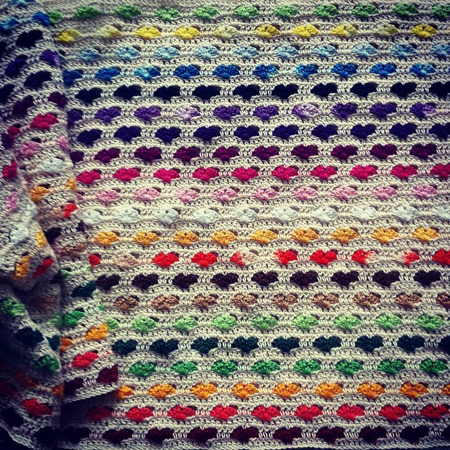 brightbag-crochet-hearts-blanket
