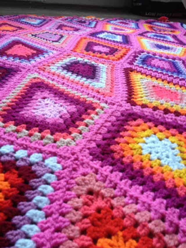 pink-granny-diamond-crochet-blanket