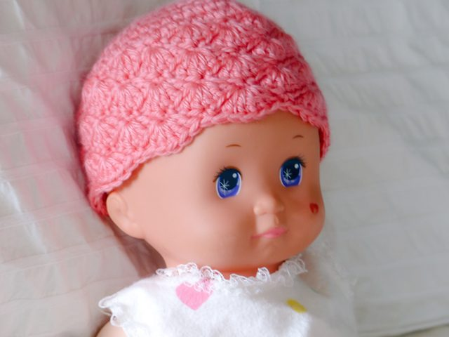 crochet baby hat by eyes of a child