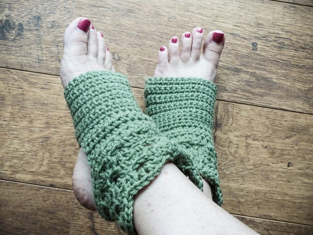 crochet yoga socks by erna