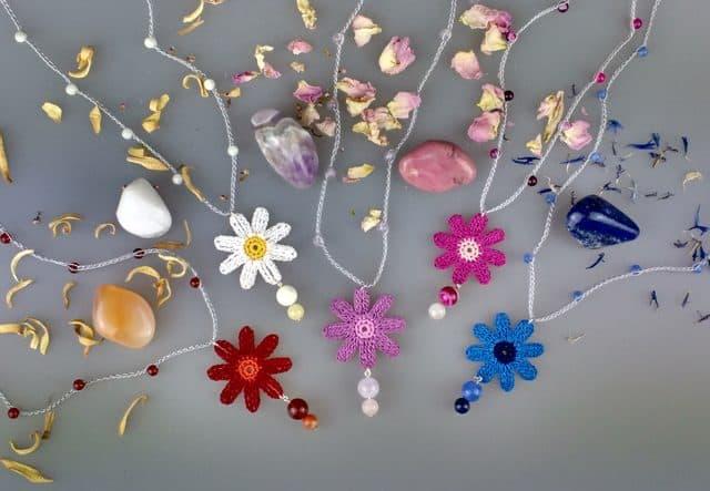 crochet daisies jewelry